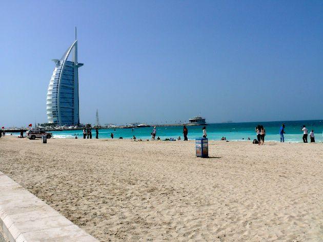 В Дубае в ноябре стоит ясная солнечная погода, а море ласковое и теплое, однако для теплолюбивых туристов вторая часть месяца может показаться прохладной