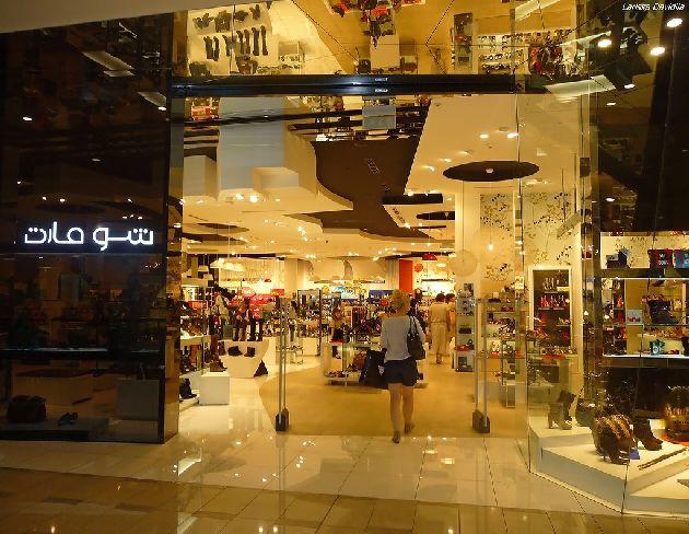 Любители шоппинга и развлечений могут пропадать в торговых центрах часами, а то и днями