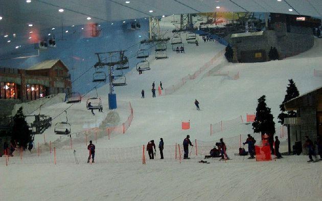 А в торговом центре Mall of the Emirates есть крытый горнолыжный комплекс Ski Dubai!