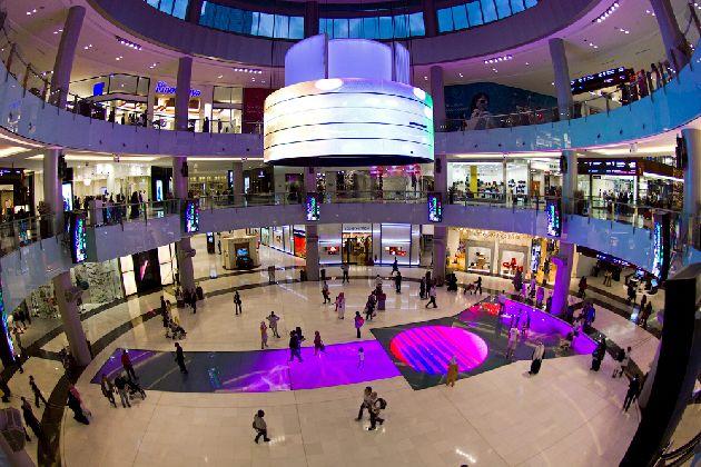 В сентябре обязательно посетите торговые центры, где есть масса развлечений, да и шоппинг тут просто отличный!