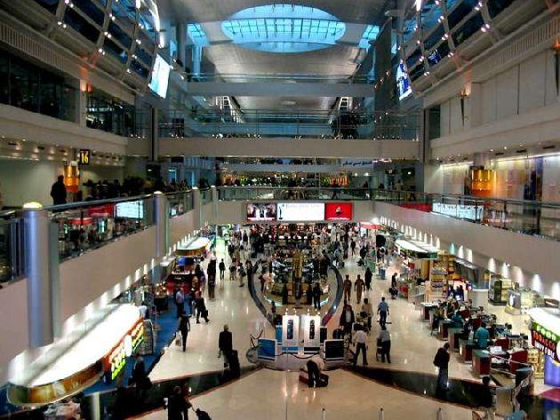 Летом в Эмиратах туристы часами проводят время в торговых центрах, совершая выгодные покупки и развлекаясь по полной