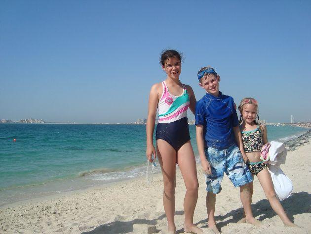 Весной погода отличная, а море теплое, так что хорошо купаться не только взрослым, но и детям!