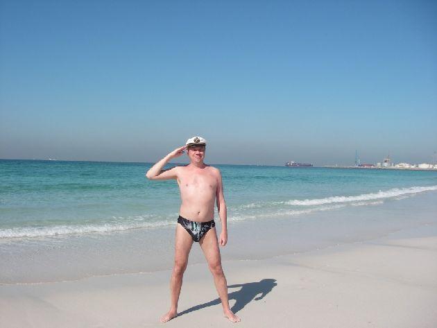 Температура в море в Эмиратах зимой может показаться немного прохладной для женщин и детей, а вот настоящим мужикам точно будет в самый раз!