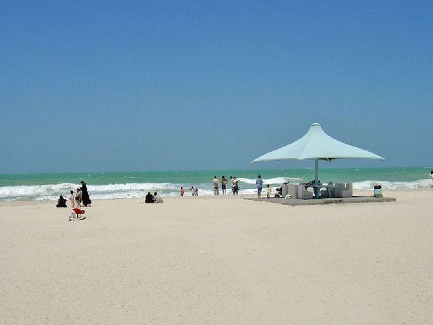 Температура воды в ОАЭ редко опускается ниже +20 градусов, но купаться комфортно далеко не круглый год