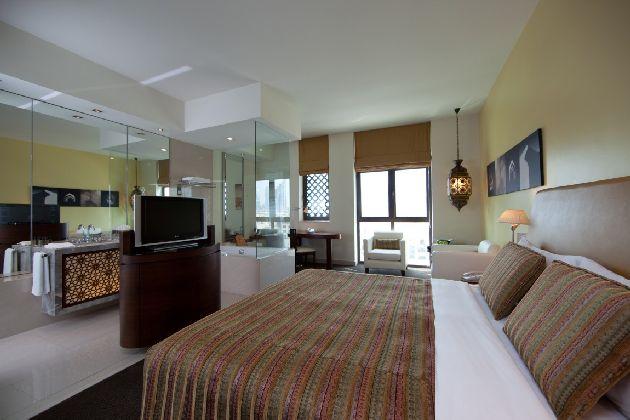 Просторный комфортабельный номер с двухспальной кроватью