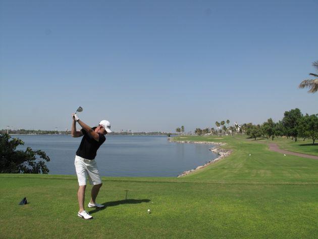 Поиграть в гольф Yas Links