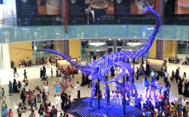 Динозавр - одна из достопримечательностей Dubai Mall