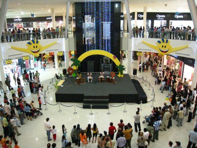 В Dubai Outlet Mall Вы найдете большой выбор брендовой одежды