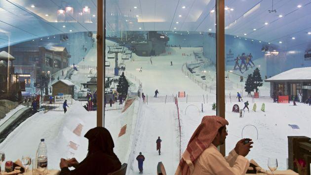 Между покупками в Mall of the Emirates можно покататься на лыжах