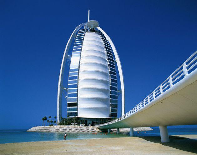 Бурж аль Араб был открылся для посетителей в 1999 г., до 2008 г. он был самым высоким в мире, уступив после первенство дубайской ''Башне Розы''