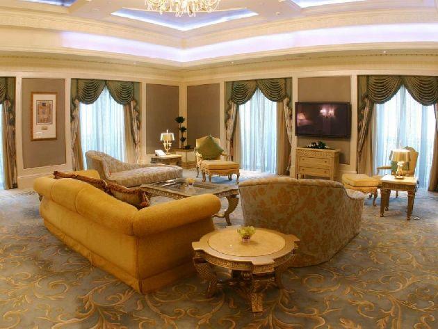 Дорогая отделка номеров ''Emirates Palace'' видна невооружённым глазом