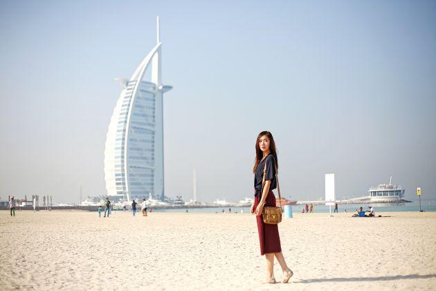 И все же в ОАЭ девушкам и жещинам лучше одеваться скромнее