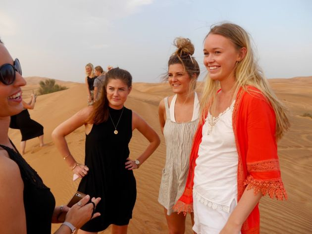Вот как одеваются некоторые девушки туристки в ОАЭ / Эмираты