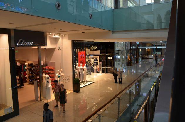 Как одеваются туристы в Эмиратах при посещении магазинов