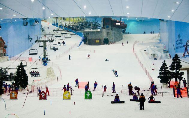 Итак, в ОАЭ на Новый год есть все, кроме снега.. хотя постойте, и снег здесь тоже есть! :)