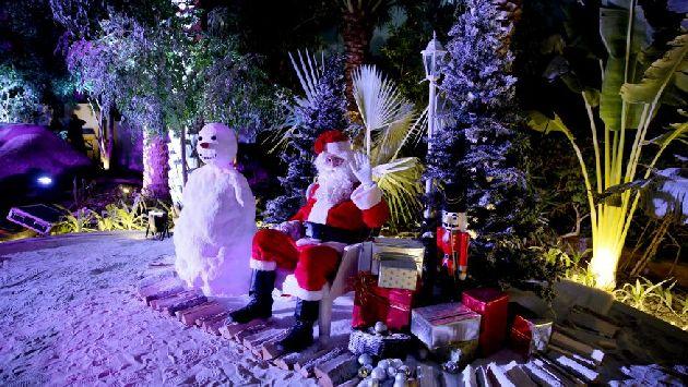 Ну и что, что снег не настоящий, зато Санта настоящий ))
