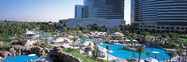 5-звёздочный отель в ОАЭ всегда имеет большую территорию, на которой располагается несколько бассейнов