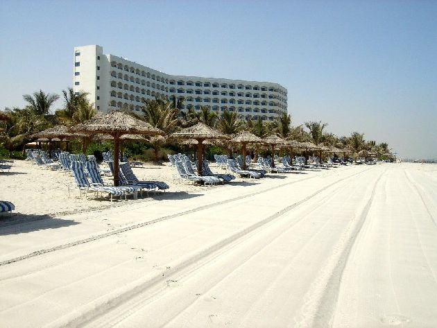 Самое престижное место расположения отелей - первая береговая линия