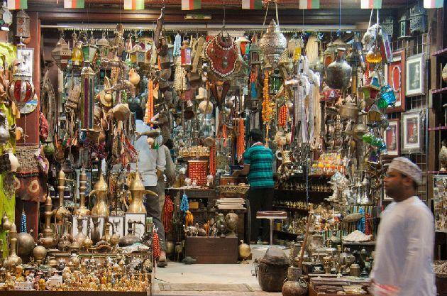 Выбираете сувенир из Дубай для друзей или близких? Здесь можно купить мглшл интересных и оригинальных подарков, ассоциируемых именно с эмиратом Дубай!