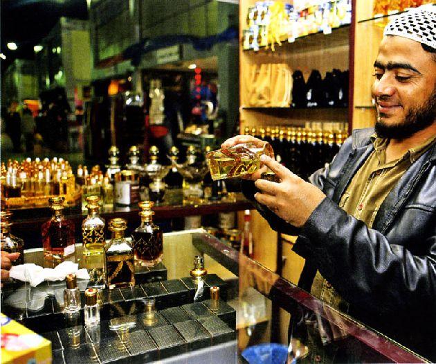 Обычная цена на духи около 8-10 долларов за 30мл местных ароматов!