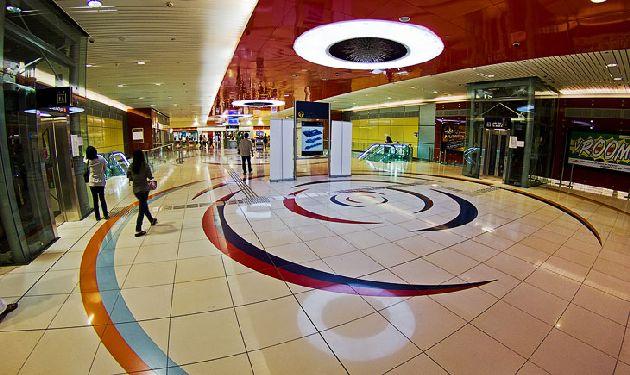Большое удивление у большиства туристов вызывают станции в Дубае, которые к тому же постоянно усовершенствуются