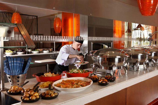 Если на обед и ужин в 3-х звёздочных отелях выбор блюд может быть вполне приличным, то на завтрак он в большинстве случаев ограниченный
